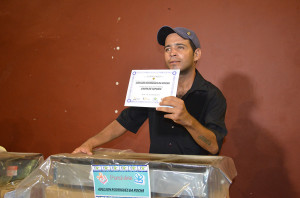 Desempregados-ganham-equipamento-para-montar-proprio-negocio3