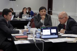 Pastores Everon Donato(e), Edison Choque (c) e Almir Marroni (d) durante o encontro
