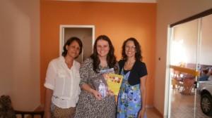 Secretária de educação ao centro junto com Sônia e Rosa