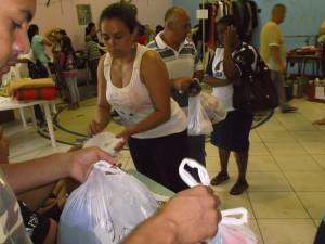 Equipe da ASA da Igreja de Brigadeiro Tobias realizando o bazar beneficente no Dia da Compaixão