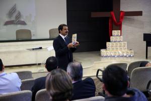 Pastor Domingos de Sousa durante o lançamento da campanha em sede administrativa da Igreja