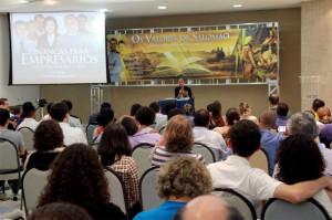 Cerca de 120 empresários participaram do evento, que tem como objetivo potencializar o profissional na área espiritual e nos negócios.