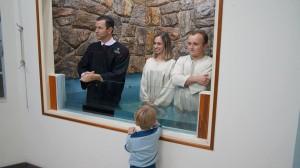 Os pais do pequeno João Pedro, de 4 anos, estudaram a Bíblia por quase três meses.