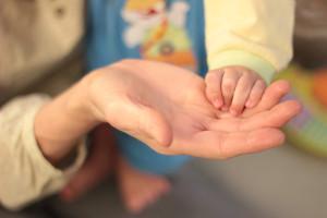Processo de adoção é travado pela burocracia e pelos critérios de escolha dos casais interessados